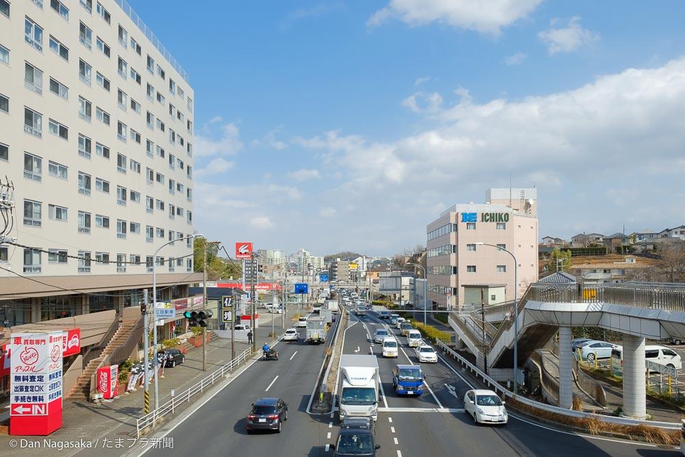 江田駅前の国道246号