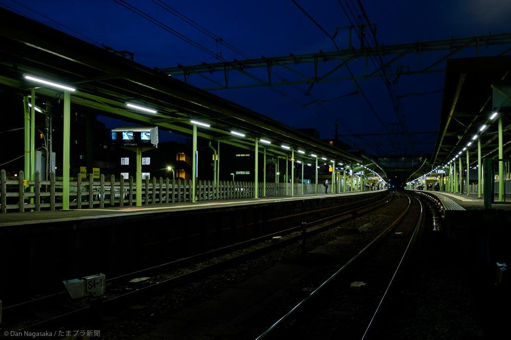 柿生駅のプラットホーム