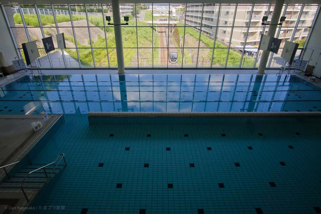アトリオドゥーエ青葉台の屋内プール