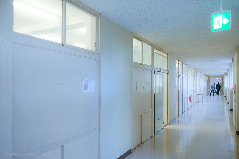 神奈川県立元石川高等学校の廊下
