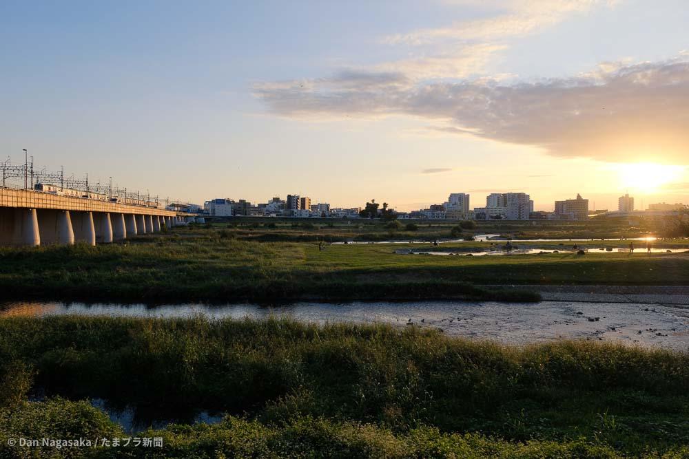 兵庫島公園の夕焼けと東急線