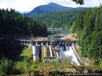 山間部の老朽化したダム