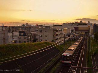 たまプラーザ駅へ到着する電車